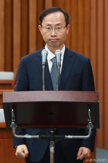 [사진]모두발언하는 김기영 헌법재판관 후보자