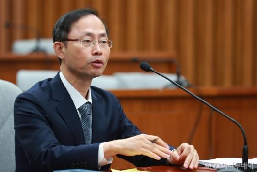 [사진]검증대 앉은 김기영 헌법재판관 후보자