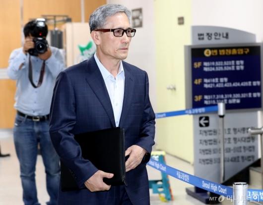 [사진]법원 출석하는 김관진 전 장관