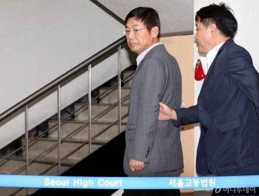 [사진]법정 향하는 이상훈 삼성전자 의장