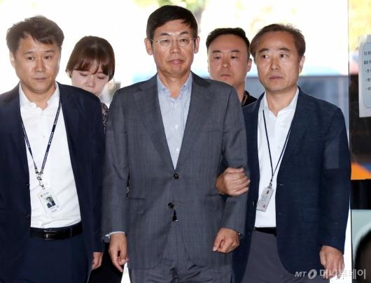 [사진]법원 들어서는 이상훈 삼성전자 의장