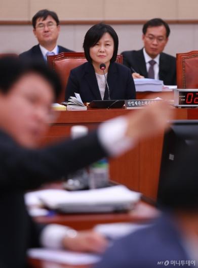 [사진]'위장전입' 질의받는 이은애 헌법재판관 후보자