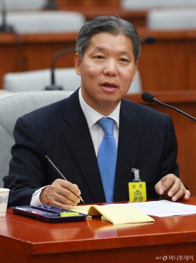 [사진]검증대 오른 이영진 헌법재판관 후보자