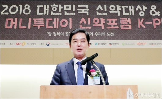 [사진]축사하는 류영진 처장