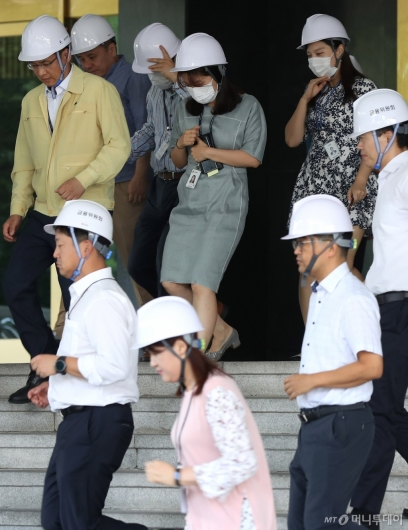 [사진]정부서울청사에서 진행된 지진 대피훈련