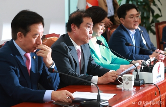 [사진]부동산 정책 관련 기자회견하는 자유한국당