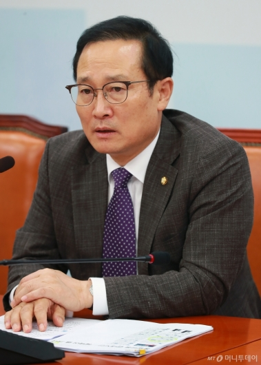 [사진]홍영표, 쟁점현안 관련 기자회견