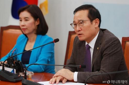 [사진]기자회견하는 홍영표 민주당 원내대표