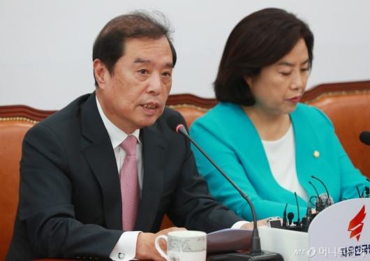 [사진]부동산 정책 비판하는 김병준 자유한국당 비대위원장