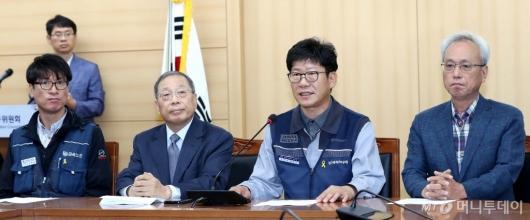 [사진]소감 밝히는 홍봉석 위원장