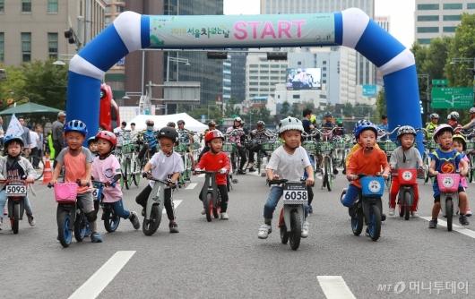 [사진]'차 없는 도로의 주인은 어린이들'