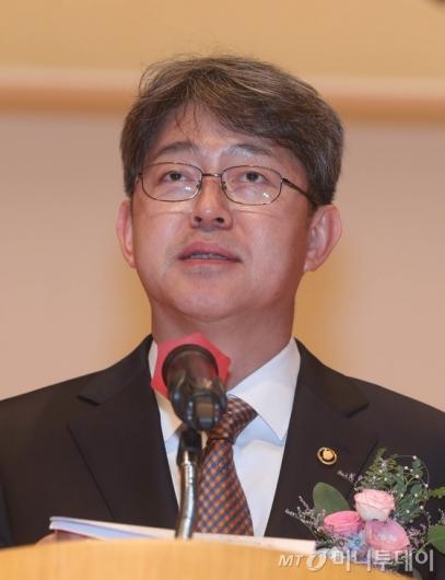 통계청, '스타강사' 최진기에 반박…전례없는 '해명'