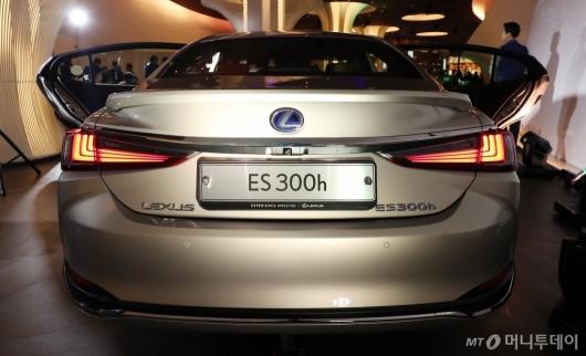 [사진]렉서스 ES300h의 매력적인 뒤태