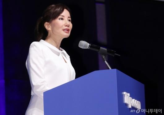 [사진]트립닷컴 소개하는 제인 순