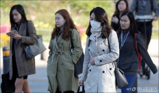 [사진]'쌀쌀해진 가을 날씨'
