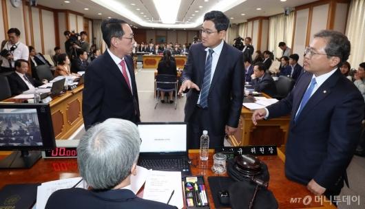 [사진]헌법재판관 임명 관련 대치하는 여야
