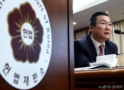 [사진]답변하는 김헌정 사무처장