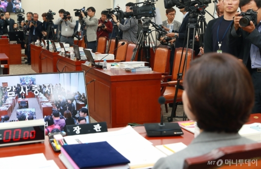 [사진]10분만에 중단된 교육부 국감