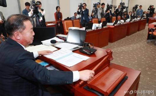 [사진]자유한국당 퇴장에 국감 중단