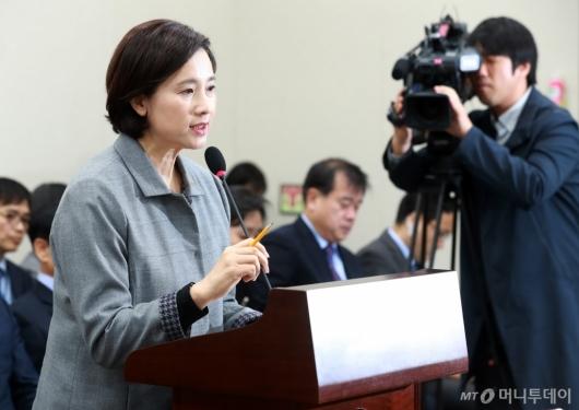 [사진]인사말하는 유은혜 장관
