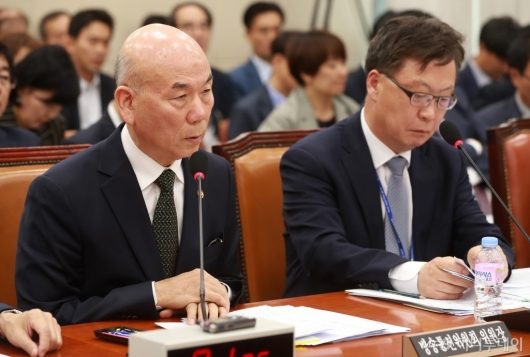 [사진]국감 출석한 이효성 방통위원장