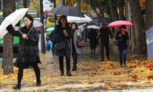 [사진]가을비 내리는 출근길
