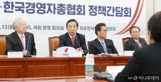 [사진]발언하는 김성태 원내대표