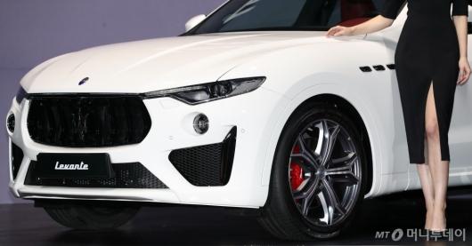 [사진]마세라티 '르반떼 GTS'의 날렵한 얼굴