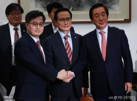 [사진]내년도 예산안 합의...선거제 개혁 배제