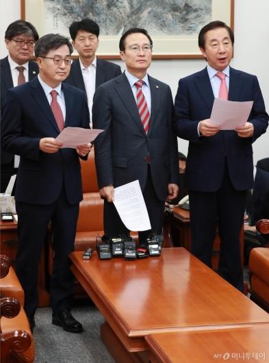 [사진]민주당-한국당, 내년도 예산안 합의...선거제 개편 배제