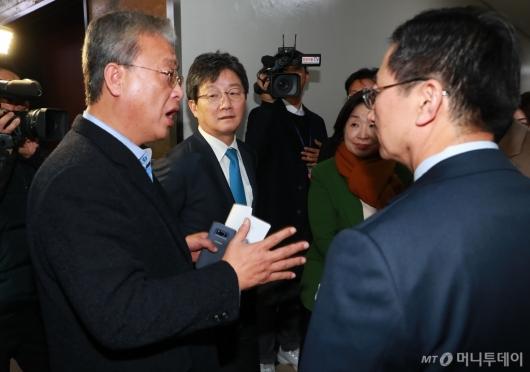 [사진]기재위 전체회의 연기...본회의 7시 연기