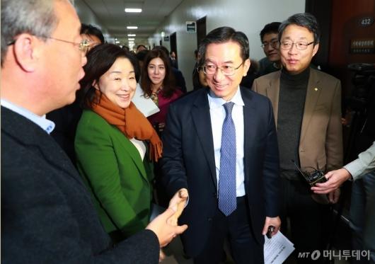 [사진]정성호 기재위원장 찾은 야3당 위원들...기재위·본회의 연기