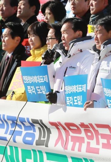 [사진]연동형비례제 도입 촉구하는 손학규 바른미래당 대표