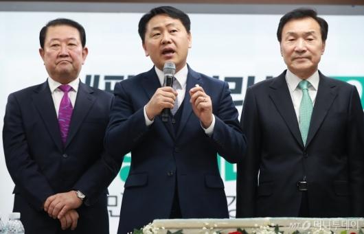 [사진]새해인사하는 김관영 원내대표