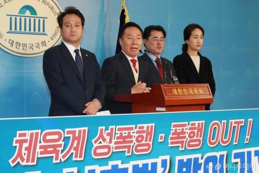 [사진]'체육계 성폭행 OUT' 운동선수 보호법 발의 기자회견