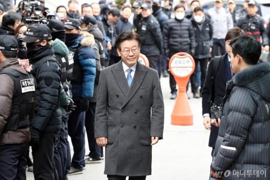 [사진]법원 도착한 이재명 경기지사