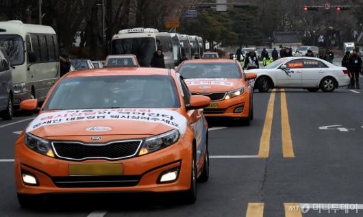 [사진]청와대 항의 마치고 떠나는 택시업계