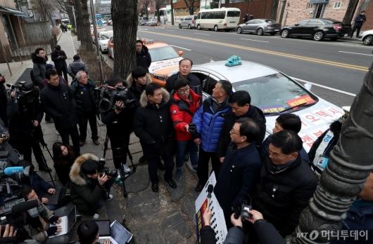 [사진]대통령과의 면담 요구하는 택시업계