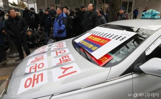 [사진]카풀 도입 반대 문구 부착하고 청와대 향한 택시업계