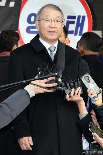 [사진]답변하는 양승태 전 대법원장