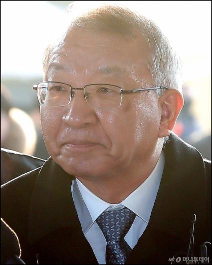 [사진]입 꾹 다문 양승태 전 대법원장