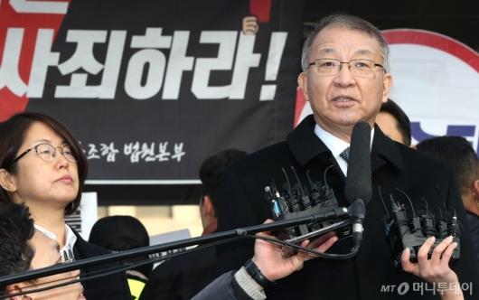 [사진]검찰 출석 전 기자회견 갖는 양승태 전 대법원장