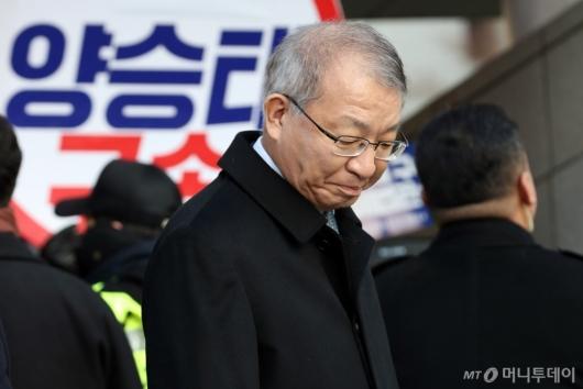 [사진]기자회견 참석하는 양승태 전 대법원장
