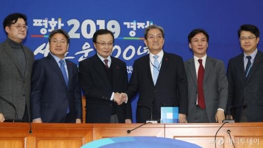 [사진]민주당 찾은 노영민 신임 대통령 비서실장
