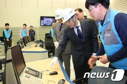 [사진] 신고리 4호기 건설현장 점검하는 엄재식 위원장