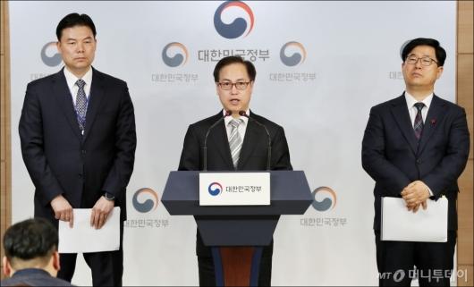 [사진]브리핑 하는 김재영 정책국장