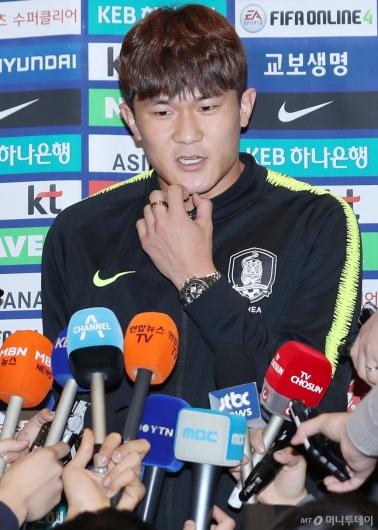 [사진]귀국 후 인터뷰 하는 김민재