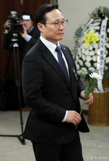 [사진]고 김복동 할머니 빈소 찾은 홍영표 원내대표