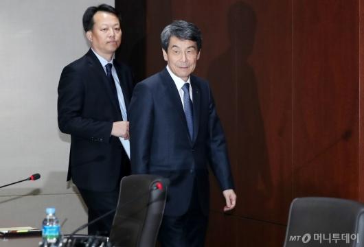 [사진]기자간담회 참석하는 산업은행 이동걸 회장