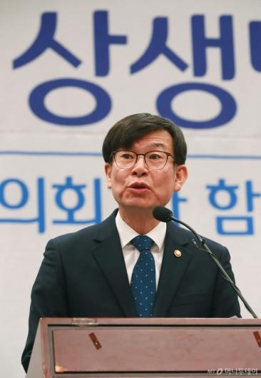 [사진]지자체 분쟁조정협 출범식 격려사하는 김상조 공정위원장